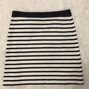 NWOT The Limited Skirt Size 4 Zips on Side